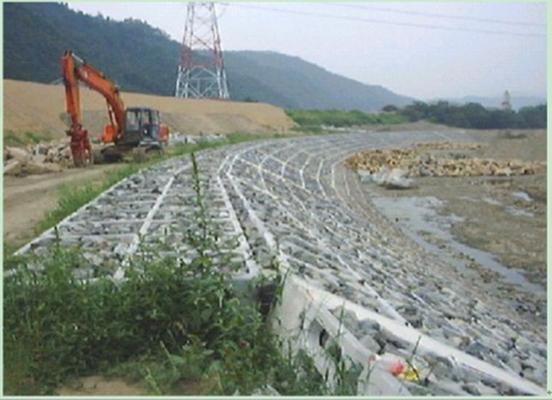 平铺式生态护坡实施案例